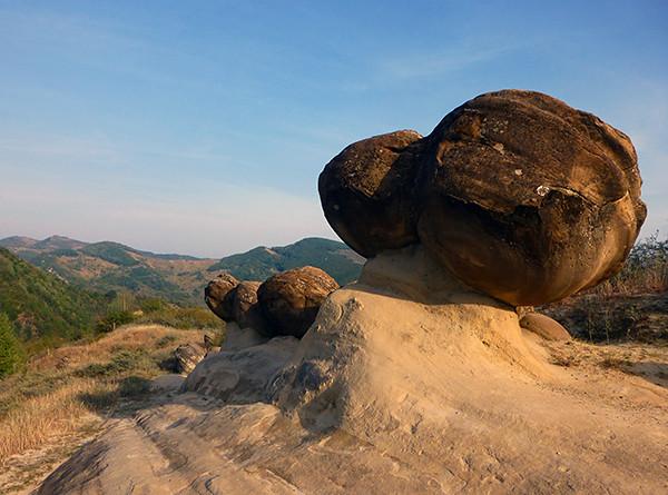 Trovant Rocks, Ulmet